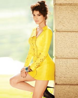 Anushka Sharma on high heels Bollywood para Huawei G7300