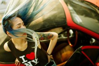 Cool Asian Girl With Blue Hair & I Love NY T-shirt para Sony Ericsson XPERIA PLAY