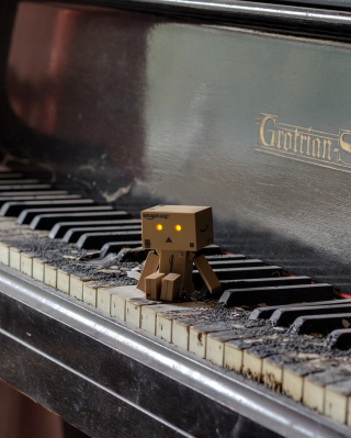 Danbo Pianist para LG BL40 New Chocolate