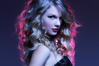 Taylor Swift Curly