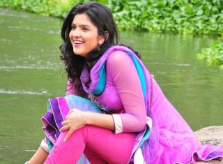 Deeksha Seth para Nokia X2-01