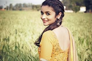 Alia Bhatt In Humpty Sharma Ki Dulhania para Nokia X2-01