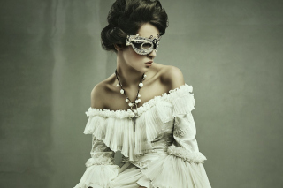 Woman in Mask per Nokia Asha 302