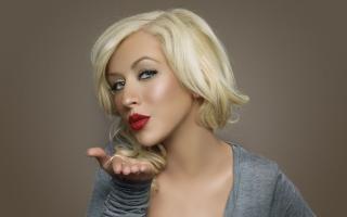 Christina Aguilera Kiss