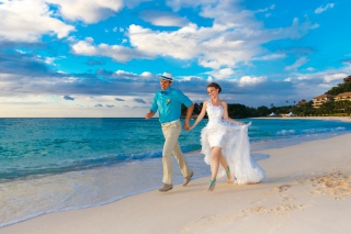 Happy newlyweds at sea per Nokia Asha 302